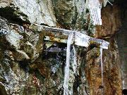 岩盤から流れる仙人秘水の源